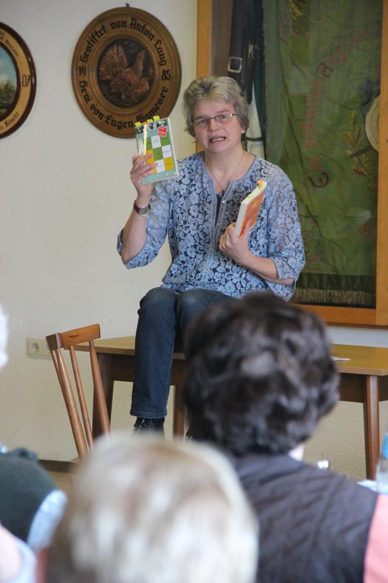 Autorin Christa Vogel beim Frauenfrühstück der SPD Pechbrunn